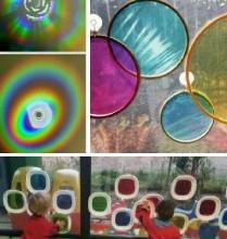 Objetos translúcidos e reflexos coloridos